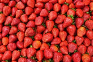 strawberries-2953100_640