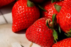 strawberries-3089135_640