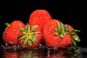 strawberries-2194075_640